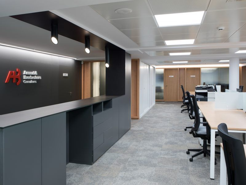proyectos Diseño integral interiorismo reforma oficinas centrales consultora Arnaut & Iberbrokers | Perspectiva Moma