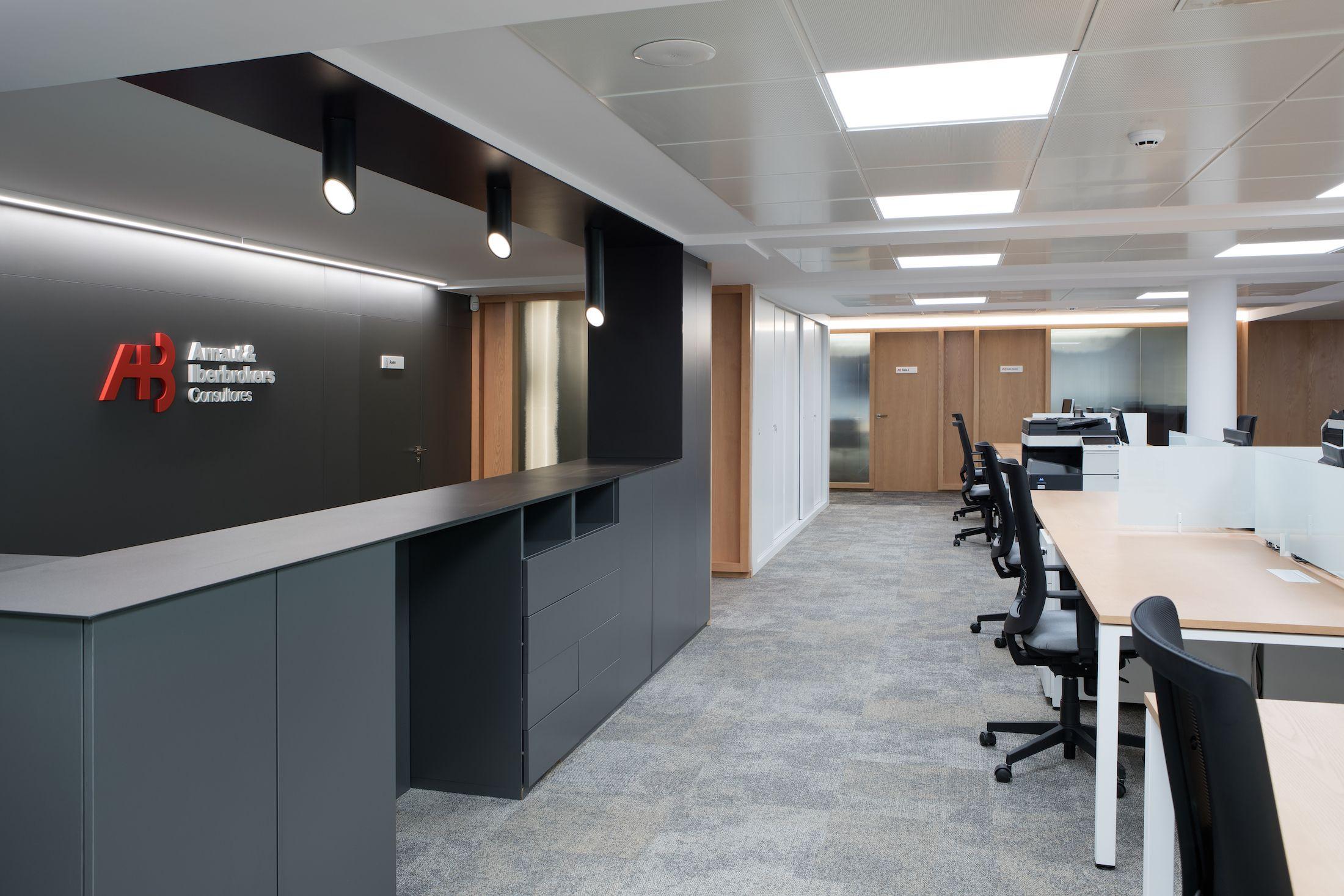 proyectos Diseño integral interiorismo reforma oficinas centrales consultora Arnaut & Iberbrokers   Perspectiva Moma