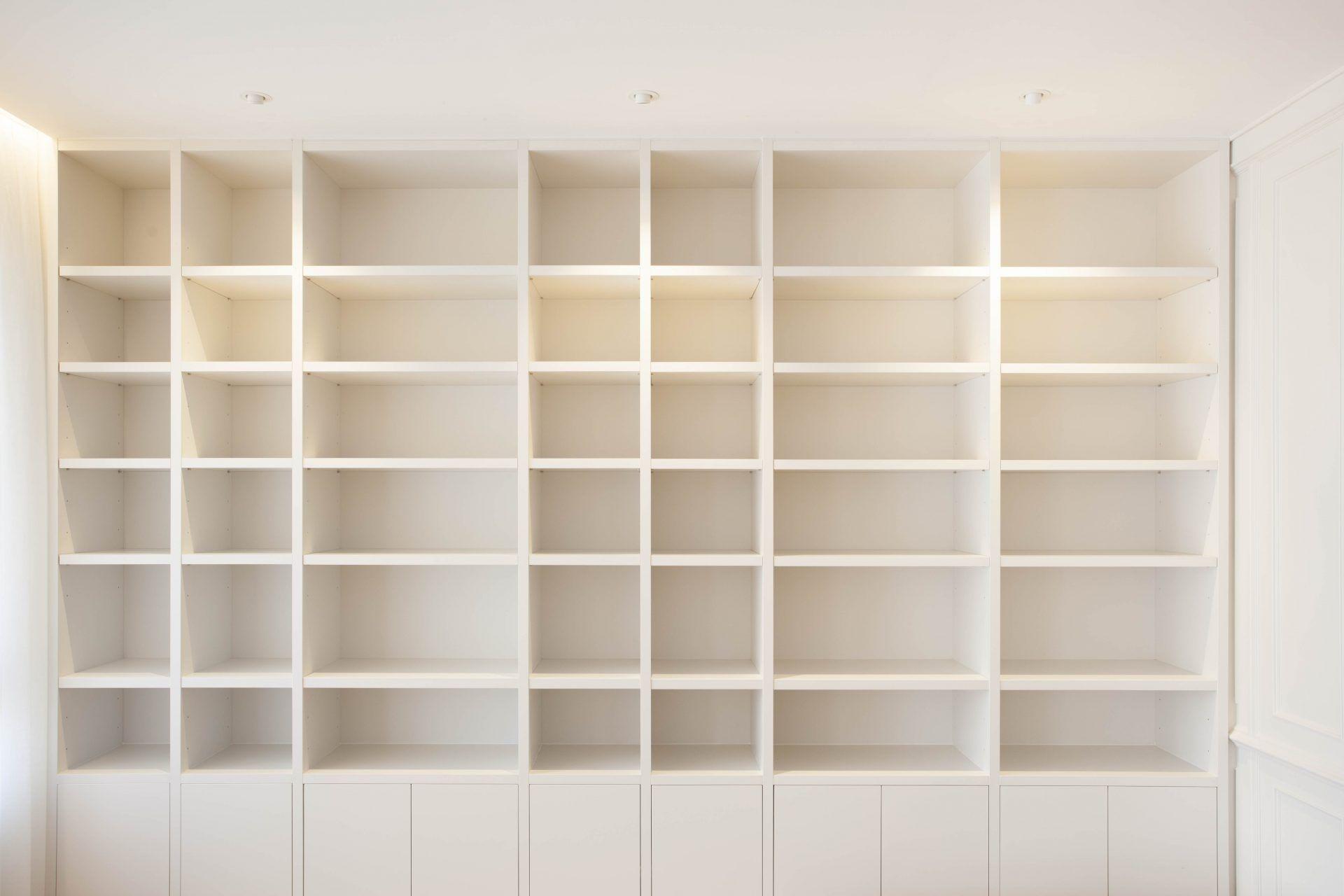 Librería iluminación reforma integral vivienda lujo interiorismo diseño | Perspectiva Moma