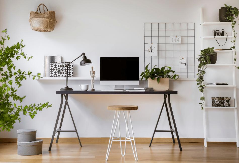 oficina en casa luminosa y con decocración vegetal